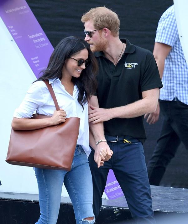 Big handbags are on the royal NO list.