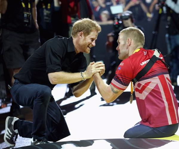Harry congratulates Mark on his first Invictus Games win.