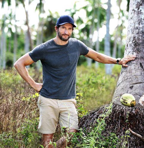 Host Jonathan LaPaglia