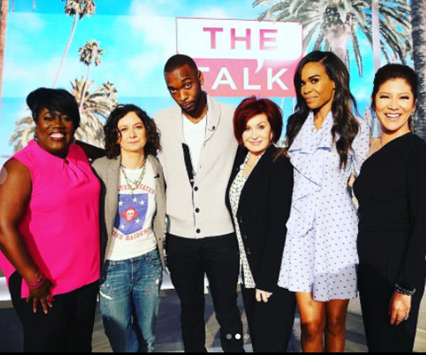 The Destiny's Child star with the members of US TV show *The Talk*.