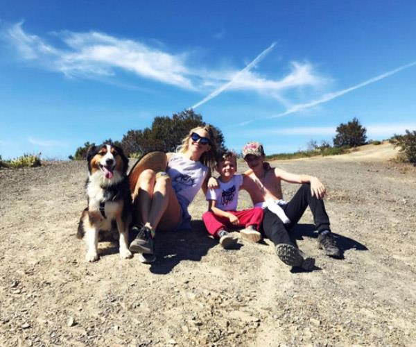 Actress and single mum of two boys, Kate Hudson takes her family out for a hike on a sunny Sunday.