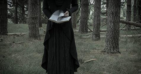 The top 10 scariest books of all time | Now To Love