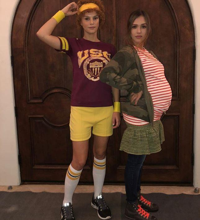 Pregnant Jessica Alba and her friend nailed the *Juno* look