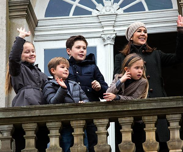 Mary and her little ones step out onto Hermitage Palace's balcony.