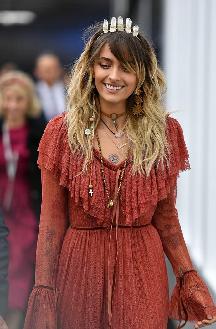 The model also accessorised with dangling sun earrings, the perfect look for her hippy-chic out fit.
