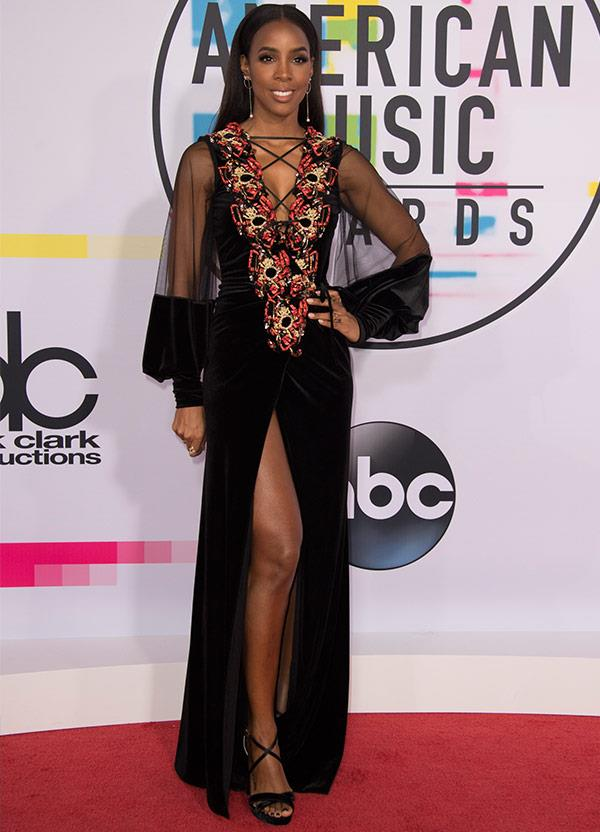 *The Voice Australia* coach Kelly Rowland looked smoking in this plunging gown.