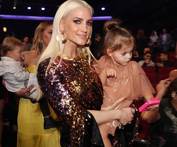 Say cheese, Ashlee Simpson and daughter Jagger!