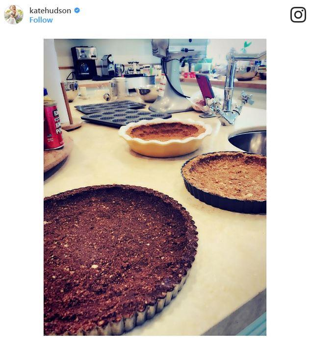 "In 2016 Kate loved her pies: ""And so we begin....! 🦃 #Thanksgiving2016 #LoveMyPies"""