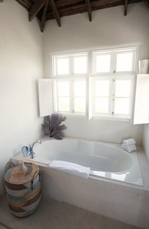 This bath says 'honeymoon' to us.