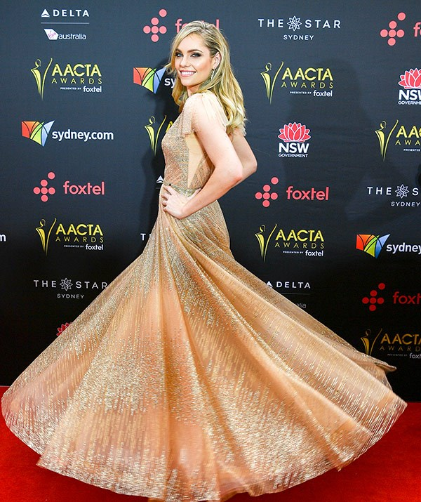 """[*800 Words*](https://www.nowtolove.com.au/celebrity/tv/800-words-star-erik-thomson-turns-50-37037