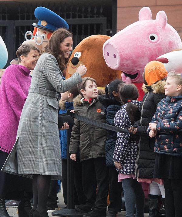 As the 35-year-old greeted the crowd, a surprise fan in Peppa Pig made an appearance.