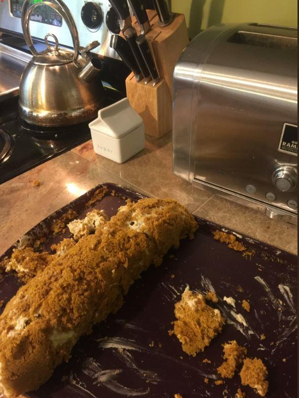 """hey @GordonRamsay what do you think of our holiday pumpkin roll?"" asked one Twitter user.  Surely it tastes nice..."