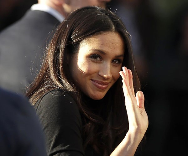 Meghan still needs to work on her royal wave.