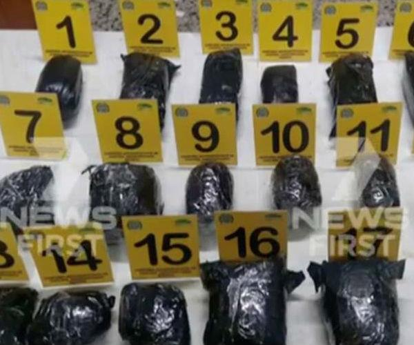 The 18 bags of cocaine found packed in Sainsbury's suitcase. Image via 7 News.