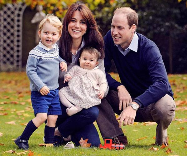 In 2015, the family-of-four posed in the garden in casual attire.