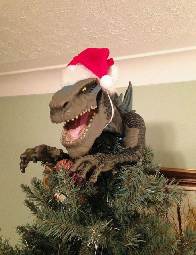 The kids would surely love this trex tree topper from @OddNMacabre