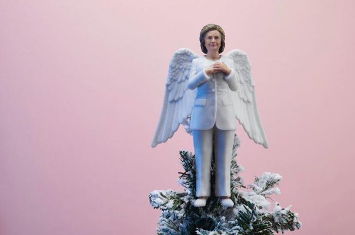 Hillary Clinton looks perfect on top of this Christmas tree via @SassBaller