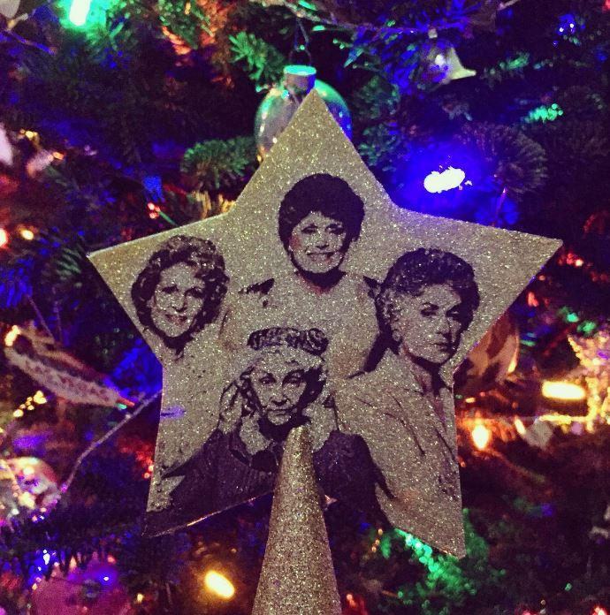 The Golden Girls from @shllygbbs make quiet the tree topper.