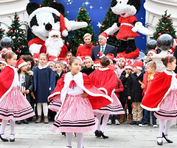 A local children's troupe of dancers brought cheer to the lavish celebration.