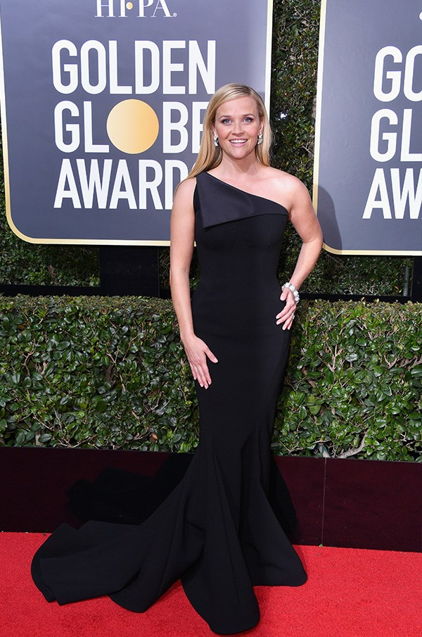 Reese Witherspoon's figure-hugging gown is just stunning!