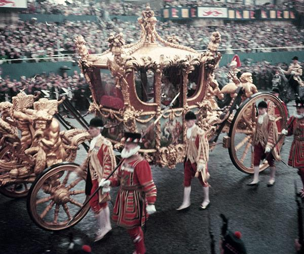 The horse-drawn carriage. Doesn't it look extravagant!