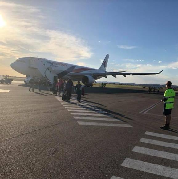 Fearful passengers were relieved when the aircraft landed safely in Alice Springs. *Image: Sanjeev Pandey*