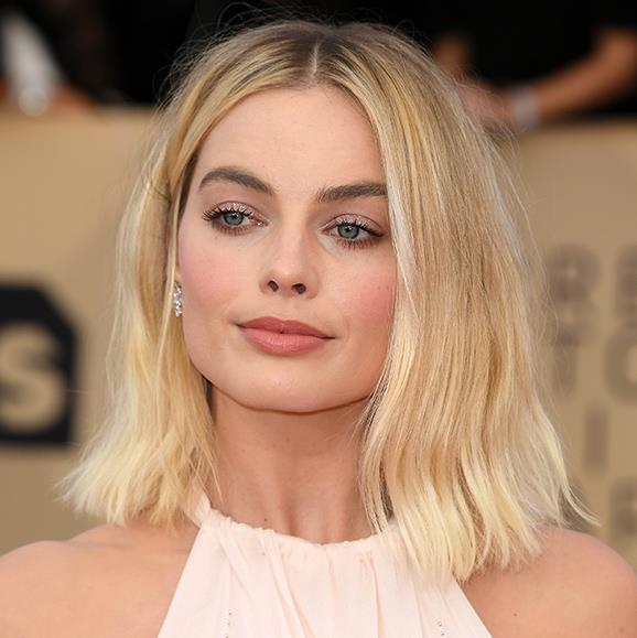 Aussie beauty Margot Robbie needs little more than some mascara, a rosy cheek and a peachy lip. Stunning!