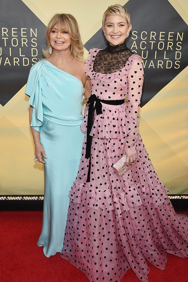 Mother-daughter duo Goldie Hawn and Kate Hudson are due to present an award together tonight.