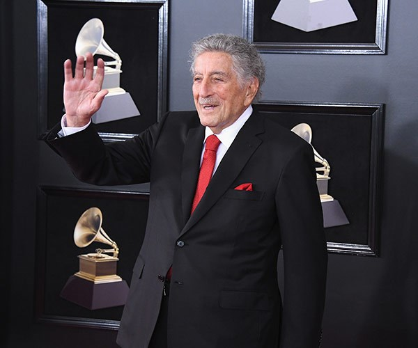 Jazz icon Tony Bennett gives a wave.