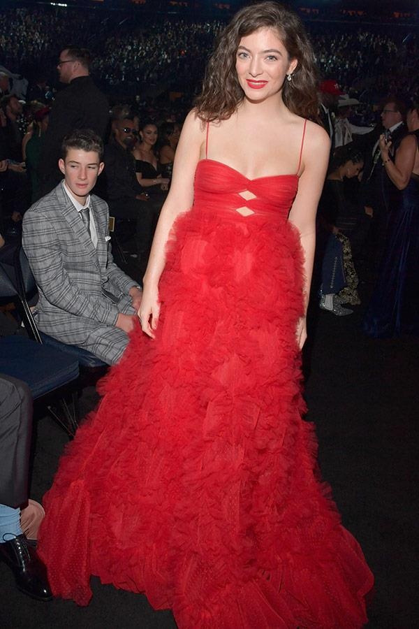 Oh, Lorde! The New Zealand singer stuns in this incredible tulle red dress.