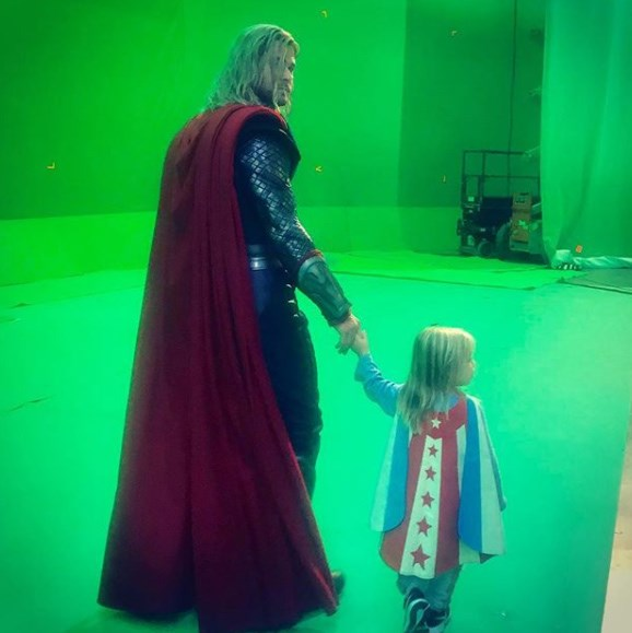 It's bring your kids' to work day on the set of Thor Agnarok! Chris shows his progeny what a day-in-the-office is like.