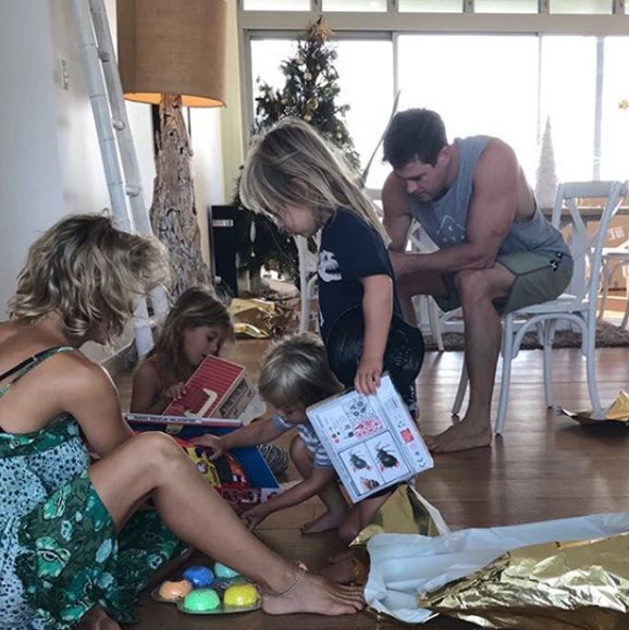 A classic Aussie Christmas. The festive scene at the Hemsworth-Pataky household looks very familiar.
