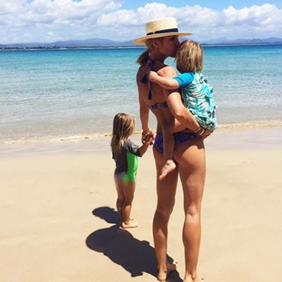 Spanish actress Elsa, 41, relishes the last days of a summer holiday at The Pass Beach with her tiny tots.