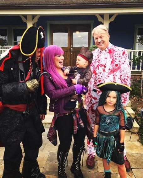 Yep, this is one full-of-laughs family. *(Image: Instagram @pink)*