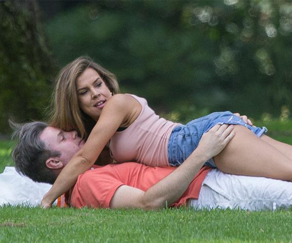 Look away now, Justin and Ashley! Troy and Carly's make-out session in a Melbourne park made headlines around the nation last year.  *(Image/Splash)*