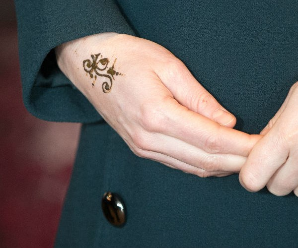Once inside the 'Fire Station,' a local artist gave the beloved royal a temporary tattoo in the shape of a flower on her hand.