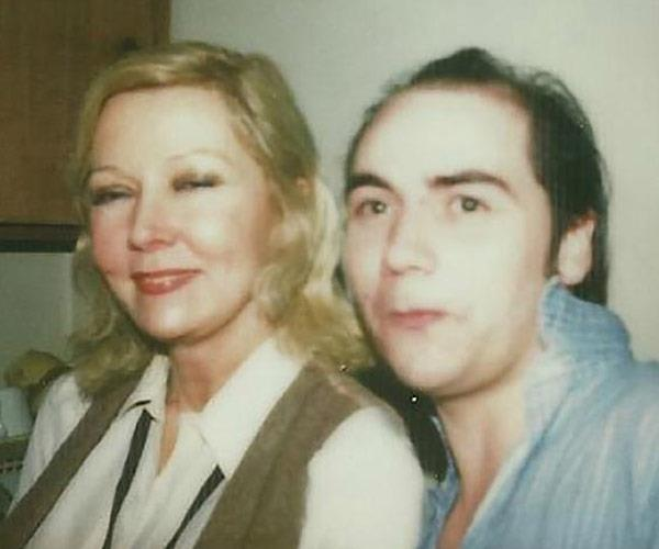 Gloria Grahame and Peter Turner.
