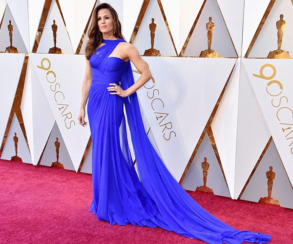 Phwoah! Jennifer Garner is having a major moment in royal blue and we're here for it.