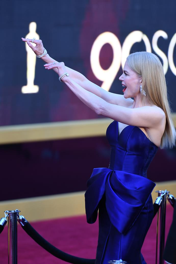 Nicole waved to fans and media as she made her way down the red carpet.
