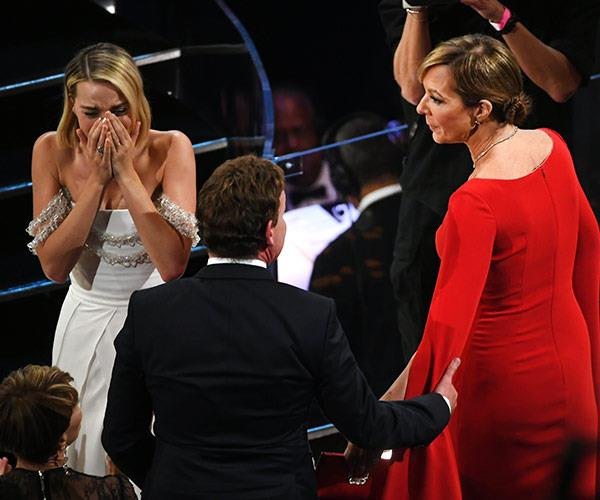Margot cries as her on-screen mother picks up the Best Supporting Actress gong.