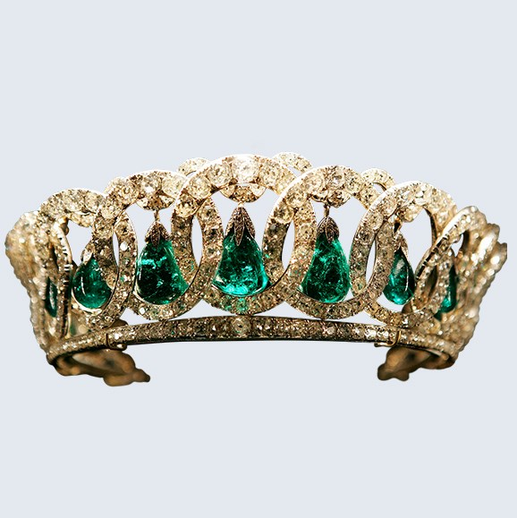 The Vladimir tiara can be worn in three ways: with pearls, with emeralds or without either.