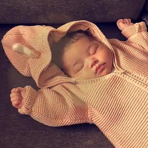 After keeping her pregnancy a secret from the world, Kylie Jenner, 21, hasn't shied away from sharing snaps of her gorgeous little baby girl, Stormi Webster. Her she is, wrapped up in the sweetest little peach knit. Keep posting Kylie, because we can't get enough!