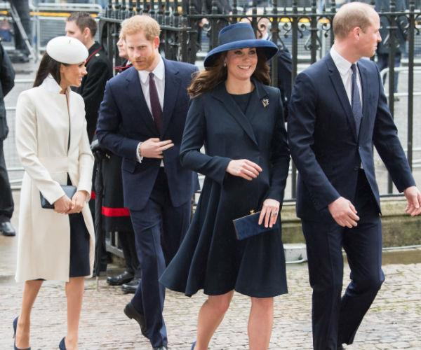 There's she goes again... Beautiful in blue! One of Catherine's favourite maternity coats (she wore this coat during her second pregnancy with Princess Charlotte), the Duchess stepped out in style we'd wear if we were pregnant or not for the Commonwealth Service on March 12.