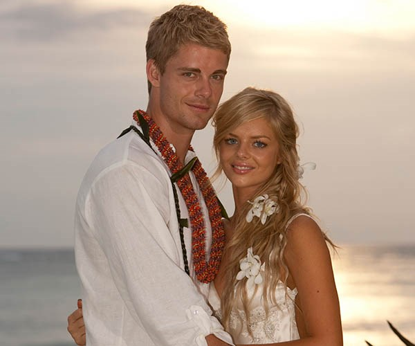 In 2011, the show filmed on location in Hawaii. Samara Weaving (Indi) and Luke Mitchell (Romeo) flew to Honolulu for the scenes, along with Georgie Parker (Roo) and Robert Mammone (Sid).