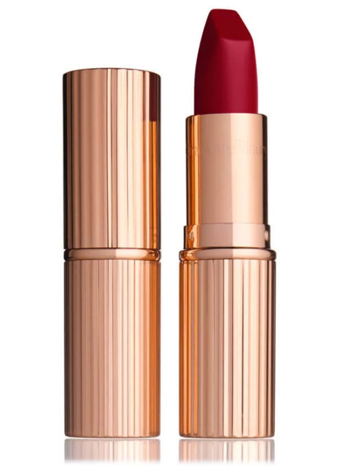 "Charlotte Tilbury's Red Carpet Red from her [Matte Revolution Lipstick range](http://www.charlottetilbury.com/au/matte-revolution-red-carpet-red.html?ranMID=41397&utm_source=AUSRAN&utm_medium=Affiliates&utm_campaign=TnL5HPStwNw&publisher=2116208:Skimlinks.com&linkType=10&linkName=&offerName=Skimlinks&ranEAID=TnL5HPStwNw&ranSiteID=TnL5HPStwNw-k4mffHqCOZafhvr7L_dviw&SiteID=TnL5HPStwNw-k4mffHqCOZafhvr7L_dviw|target=""_blank"") is Amal's go-to lip shade."