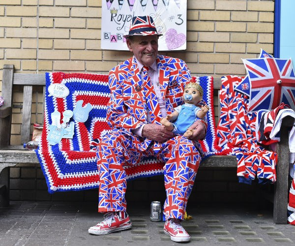 Royal baby watchers have begun to gather outside the Paddington-based St. Mary's Hospital in London.