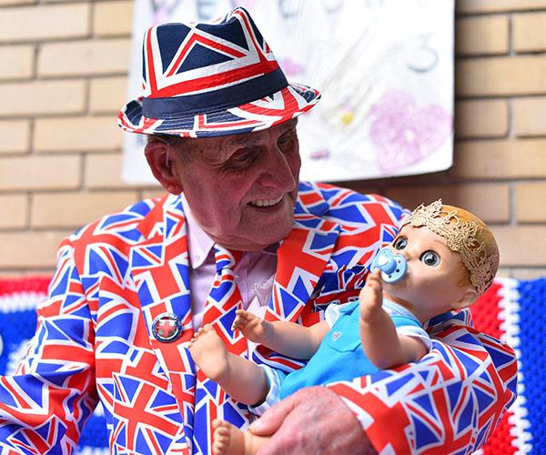 Royalist Terry Hut waits outside the Lindo Wing.