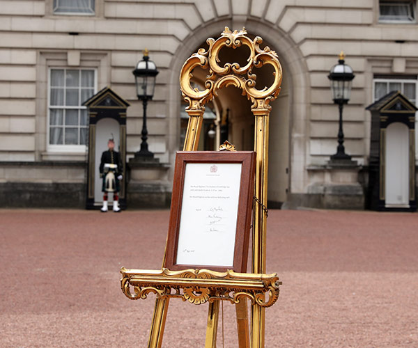 Official Royal Baby Announcement Goes up at Buckingham Palace