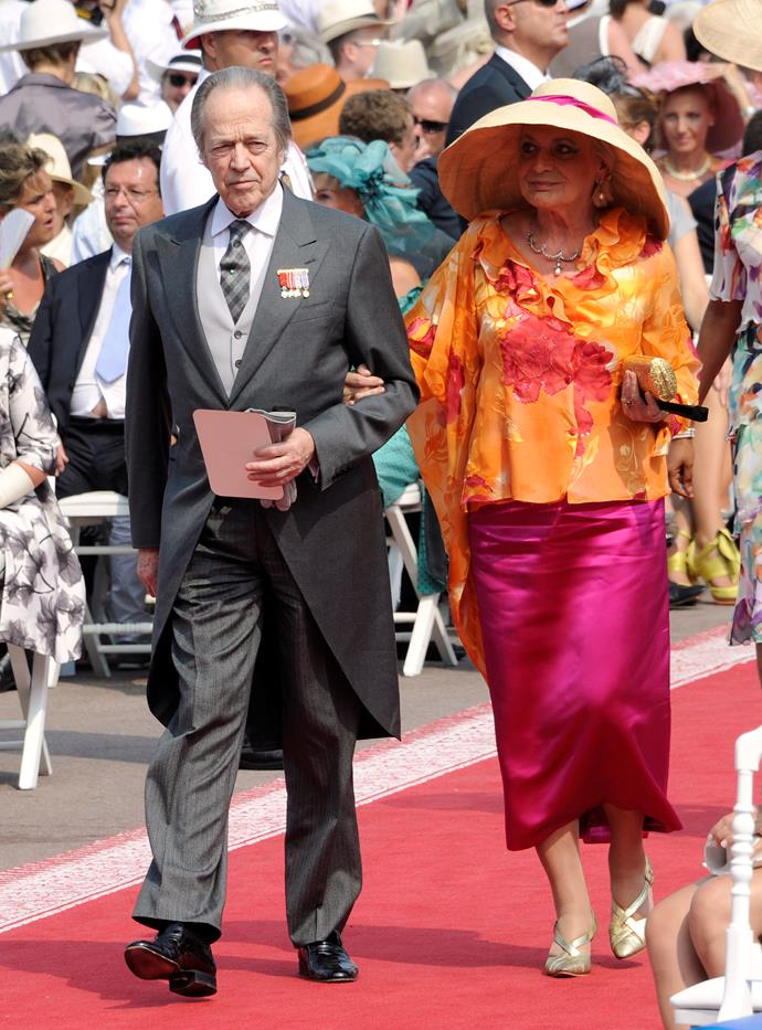 We're not sure what we love more — the combination of pink and orange, or that big hat!