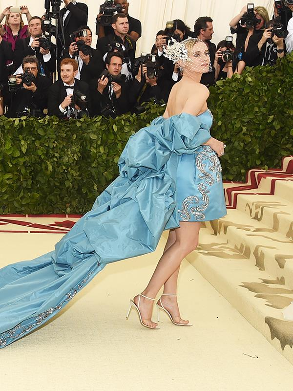 She's a fashion icon will a reason, Diane Kruger looks absolutely beautiful in this ice-blue gown.